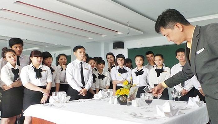 trưởng nhóm phục vụ bàn